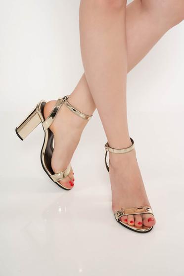 Sandale aurii de ocazie din piele naturala cu toc gros