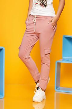 Pantaloni SunShine roz prafuit casual cu elastic in talie cu buzunare din bumbac usor elastic