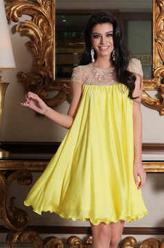 Yellow occasional dress with easy cut with embroidery details from veil with inside lining