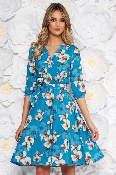 Rochie StarShinerS albastra eleganta in clos din material subtire cu elastic in talie si imprimeu floral