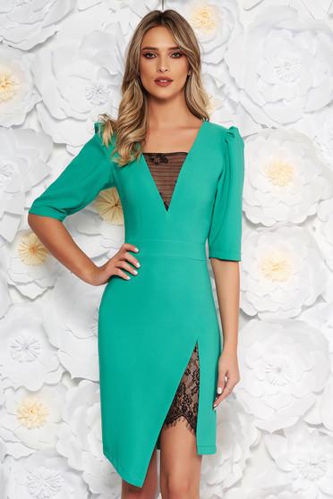 Rochie LaDonna verde eleganta cu un croi mulat cu decolteu in v cu aplicatii de dantela