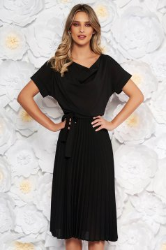 Rochie StarShinerS neagra eleganta midi in clos plisata din voal accesorizata cu cordon