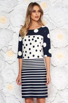 Rochie albastra-inchis eleganta cu un croi drept cu maneci trei-sferturi din material fin la atingere cu buline