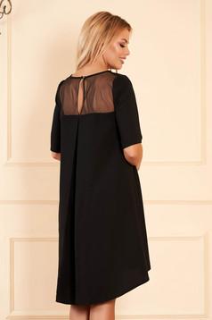 Rochie StarShinerS neagra midi eleganta asimetrica din stofa cu maneci scurte accesorizata cu brosa cu decolteu rotunjit