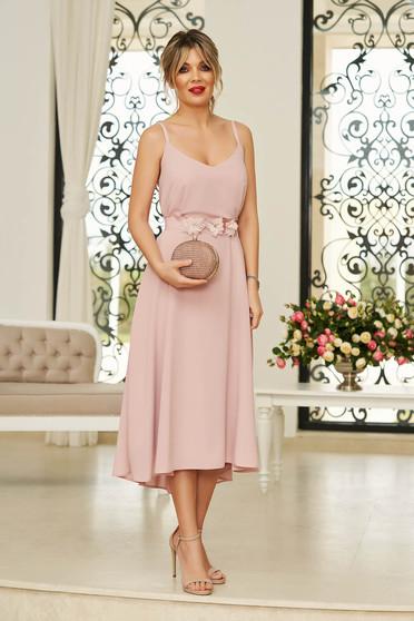 Rochie StarShinerS roz deschis de ocazie midi din voal cu decolteu in v si bretele accesorizata cu cordon