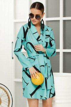 Rochie turcoaz casual cu un croi drept accesorizat cu cordon din material fin la atingere