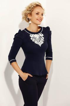 Camasa dama Fofy albastra-inchis office cu un croi mulat din bumbac usor elastic cu aplicatii de dantela