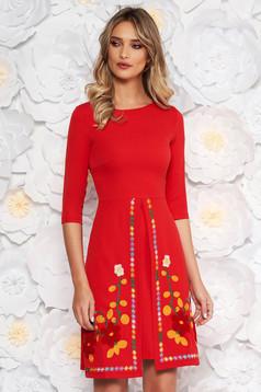 Rochie SunShine rosie de zi din material usor elastic cu insertii de broderie