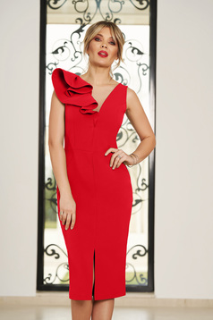 Rochie StarShinerS rosie de ocazie cu decolteu in v cu un croi mulat din stofa usor elastica cu volanase