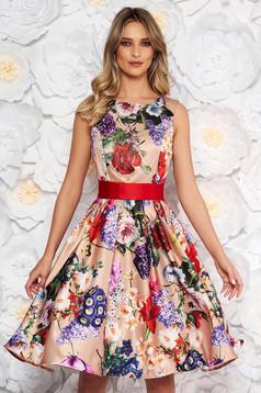 Rochie Artista crem de ocazie in clos din satin cu imprimeu floral accesorizata cu cordon