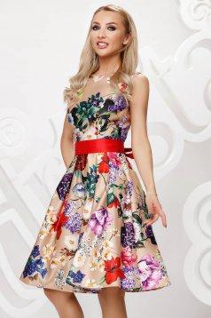 Rochie crem midi de ocazie din satin croi in clos fara maneci accesorizata cu cordon si imprimeu floral