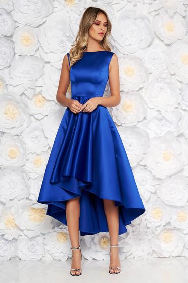 Rochie albastra de ocazie asimetrica in clos din material satinat fara maneci