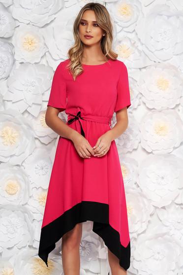 Rochie roz asimetrica in clos cu maneca scurta cu elastic in talie accesorizata cu cordon