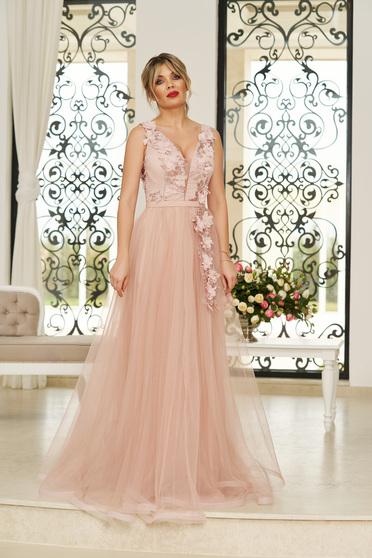 Rochie StarShinerS rosa de ocazie in clos din tul cu decolteu adanc cu bust buretat cu aplicatii florale cu efect 3d