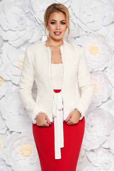 Sacou LaDonna alb elegant cambrat din bumbac captusit pe interior cu aplicatii florale