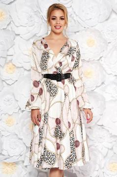 Rochie LaDonna alba eleganta de zi in clos din material satinat cu accesoriu tip curea