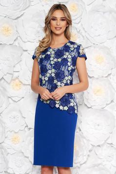Rochie albastra eleganta cu un croi drept cu maneca scurta din scuba cu suprapunere cu dantela