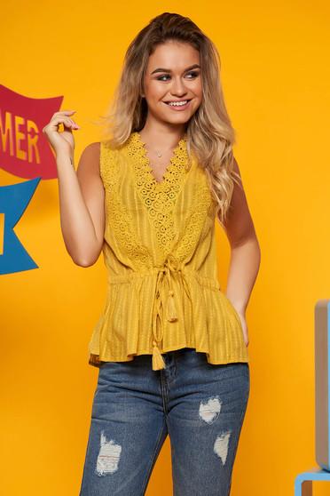 Bluza dama Top Secret galbena casual cu croi larg din material usor transparent cu snur in talie cu aplicatii de dantela