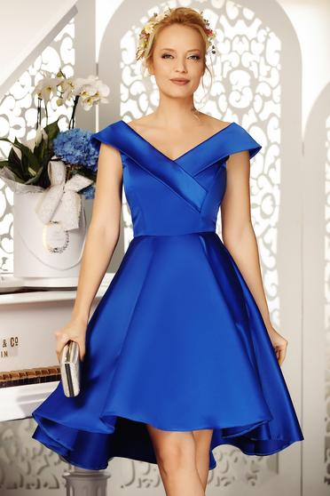 Rochie Fofy albastra de ocazie asimetrica in clos cu umeri goi din material satinat