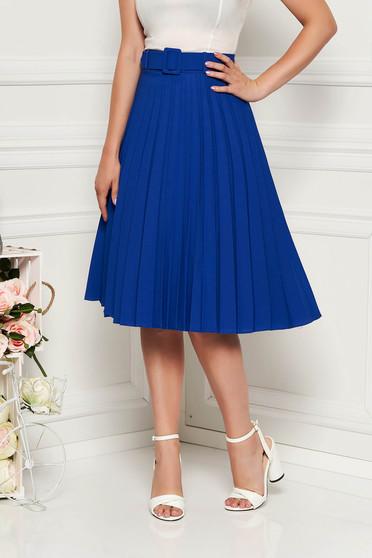 Fusta Fofy albastra eleganta plisata in clos cu talie inalta din stofa subtire usor elastica cu accesoriu tip curea