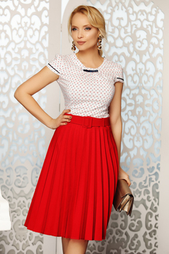 Fofy red elegant folded up cloche skirt high waisted accessorized with belt slightly elastic fabric