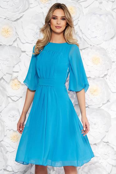 Rochie albastra eleganta in clos din voal captusita pe interior cu maneci trei-sferturi