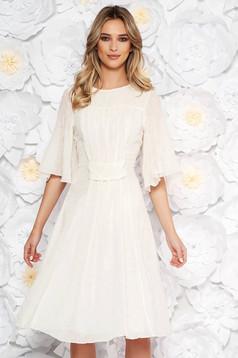 Rochie alba eleganta in clos cu aplicatii cu paiete din voal