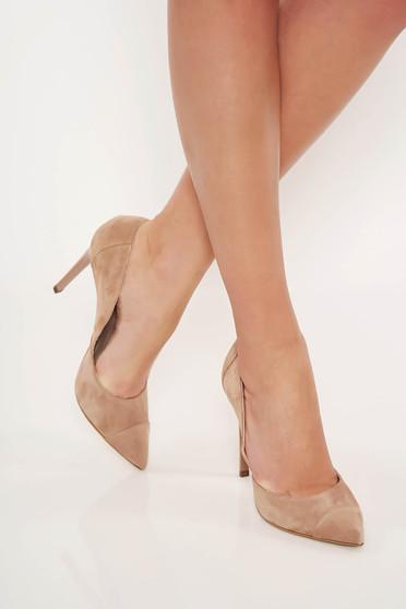 Pantofi crem eleganti din piele naturala intoarsa cu varful usor ascutit si toc inalt
