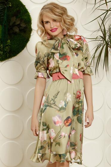 Rochie PrettyGirl verde-deschis eleganta de zi in clos cu elastic in talie cu guler tip esarfa cu accesoriu tip curea