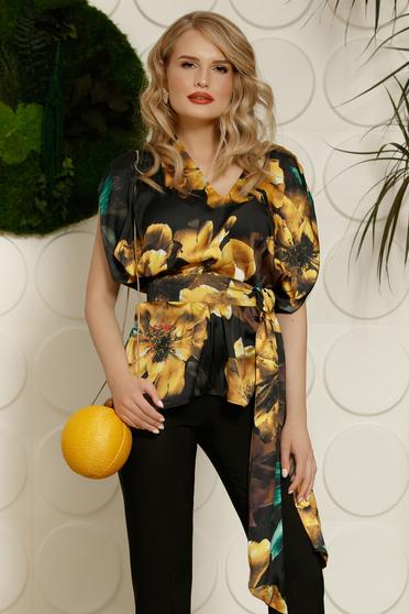 Bluza dama PrettyGirl neagra eleganta cu croi larg din material satinat cu imprimeuri florale accesorizata cu cordon