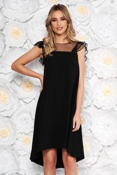 Rochie neagra eleganta cu croi larg asimetrica din material subtire cu insertii din tulle