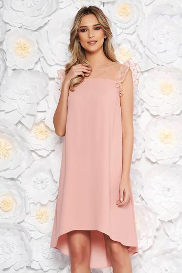 Rochie piersica eleganta cu croi larg asimetrica din material subtire cu insertii din tulle