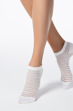 White socks elastic cotton fitted heel