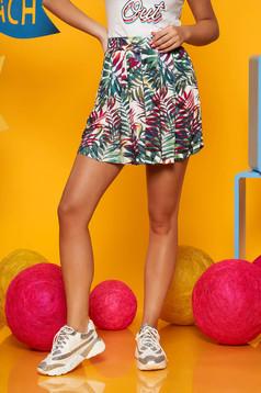 Pantalon scurt Top Secret verde casual cu talie inalta cu imprimeu floral si pliuri de material