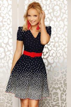 Rochie Fofy bleumarin cu curea rosie eleganta de zi in clos cu decolteu cu maneci scurte cu accesoriu tip curea