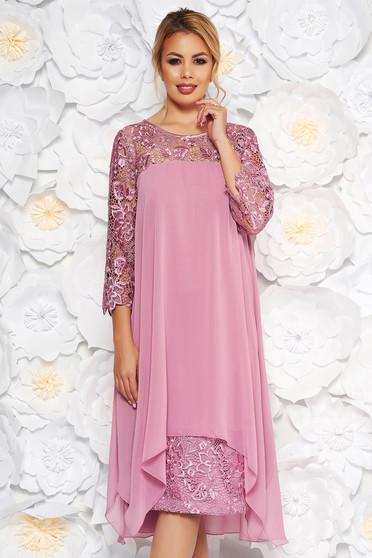 Rochie roz deschis de ocazie cu un croi drept cu maneci din dantela din stofa usor elastica din voal