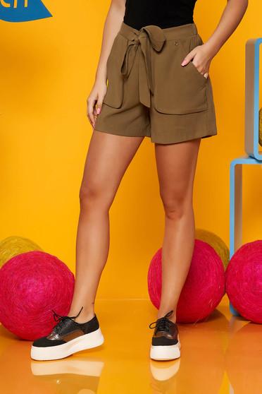 Pantalon scurt Top Secret verde casual cu talie inalta cu buzunare in fata accesorizat cu cordon