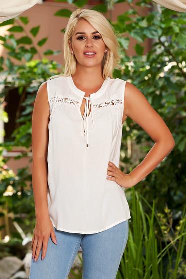 Bluza dama Top Secret alba cu croi larg din material usor transparent cu aplicatii de dantela