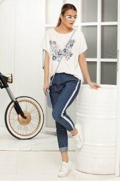 Pantaloni albastri casual conici cu talie medie din material usor elastic cu dungi