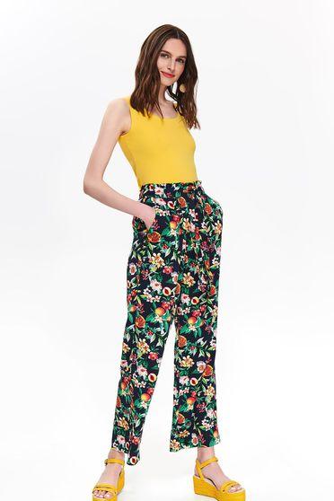 Pantaloni Top Secret negri casual evazati cu talie inalta si imprimeu floral