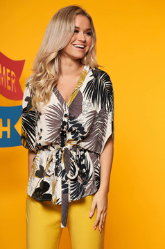 Top Secret peach flared women`s shirt with v-neckline airy fabric with floral prints short sleeve
