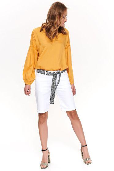 Pantalon scurt Top Secret alb casual pana la genunchi cu talie medie din bumbac accesorizat cu cordon
