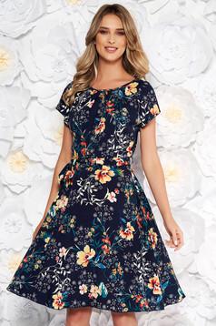 Rochie albastra-inchis de zi in clos cu maneca scurta din material subtire cu imprimeuri florale