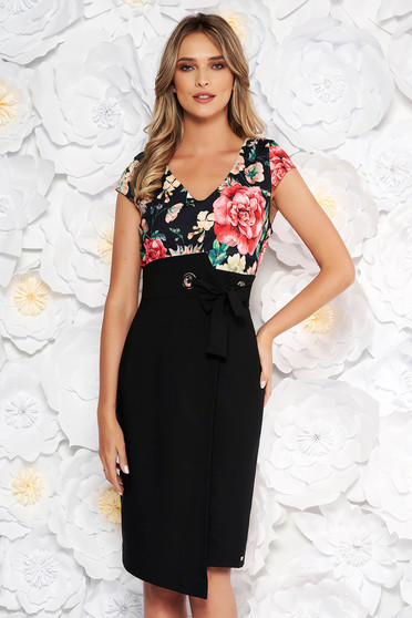 Rochie neagra eleganta de zi cu un croi drept din stofa subtire usor elastica cu decolteu in v
