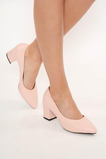 Pantofi roz deschis cu toc gros cu varful usor ascutit
