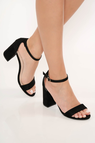 Sandale negre cu toc gros si barete subtiri pe glezna