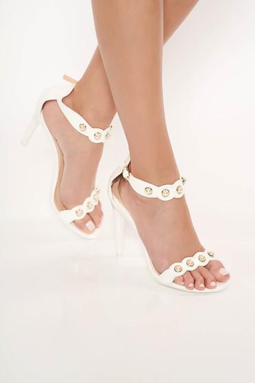Sandale albe cu toc inalt aplicatii metalice