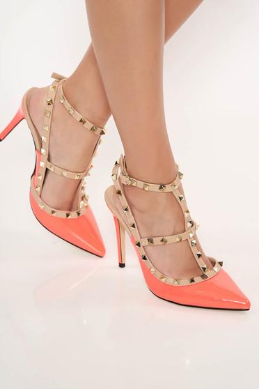 Pantofi stiletto corai eleganti din piele ecologica lacuita cu toc inalt si tinte metalice