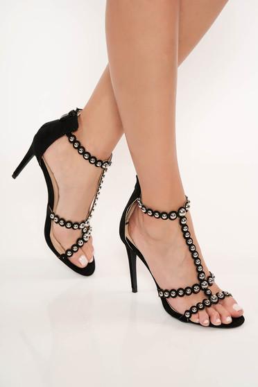 Sandale negre cu toc inalt cu tinte metalice se inchid cu fermoar