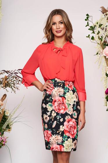 Rochie corai eleganta midi tip creion cu maneci trei-sferturi si imprimeuri florale